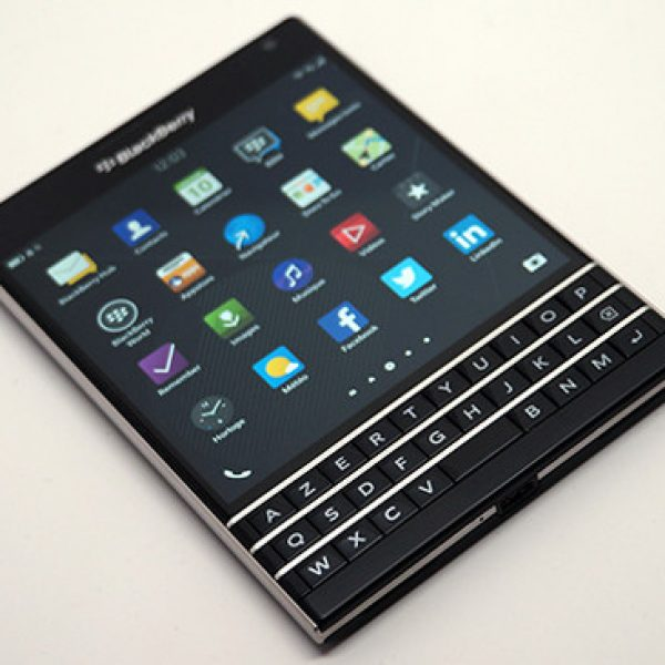 SMARTPHONE BLACKBERRY PASSPORT | DISPO IMMEDIATEMENT